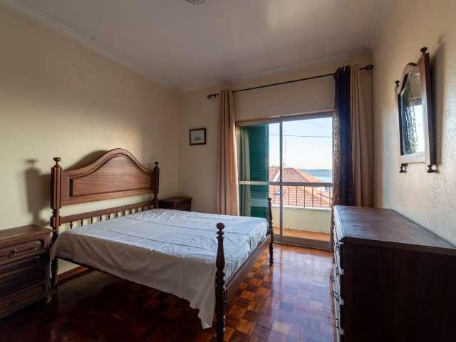 Quarto luminoso para alugar em casa com 3 quartos, Ajuda, Lisboa