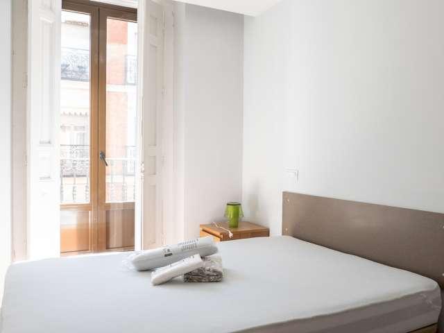 Helles Zimmer in 3-Zimmer-Wohnung in Almagro & Trafalgar