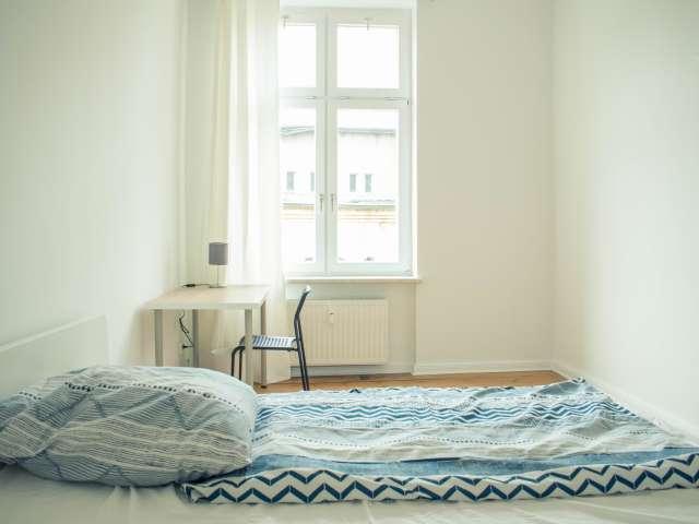 Offenes Zimmer in Wohnung mit 5 Schlafzimmern in Mitte, Berlin