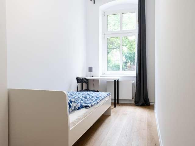 Gemütliches Zimmer in 5-Zimmer-Wohnung in Treptow-Köpenick