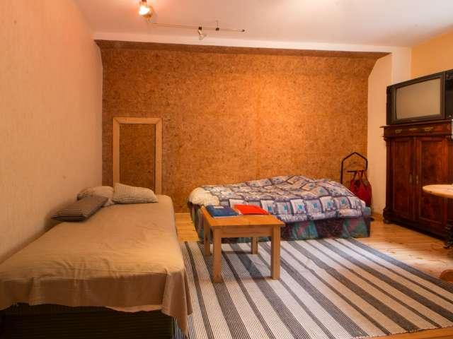 Einladendes Zimmer in 3-Zimmer-Wohnung in Lichtenberg, Berlin
