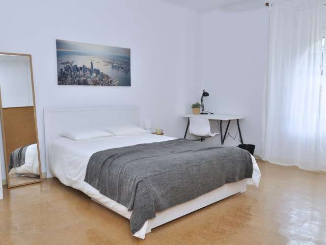 Room in shared apartment in Sarrià-Sant Gervasi, Barcelona