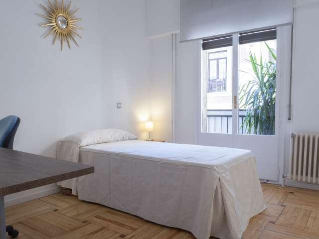 Habitación privada en alquiler en apartamento de 2 dormitorios, Centro, Madrid.