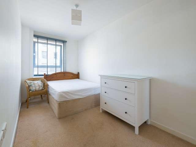 Excellent room in 3-bedroom flat in Acton, London