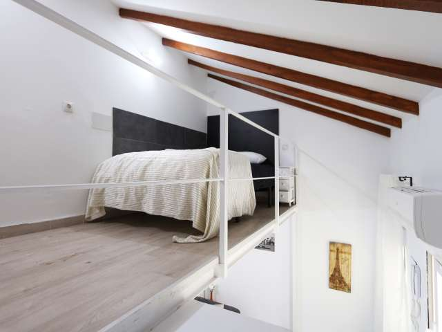 Duplex room in 8-bedroom apartment in Usera, Madrid