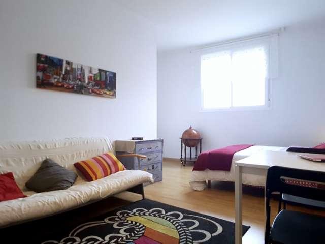 Furnished room in 4-bedroom apartment in Poblenou, Barcelona