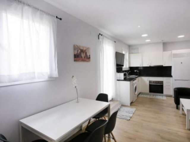 Rooms for rent in 5-bedroom apartment in Gràcia, Barcelona