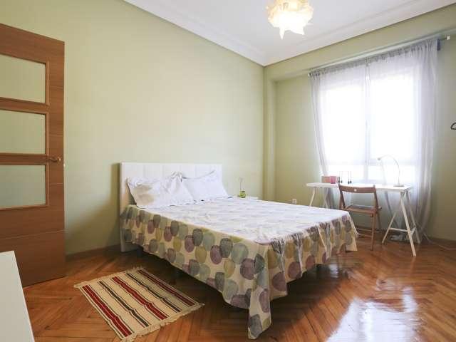 Large room in 5-bedroom apartment in Cuatro Caminos, Madrid