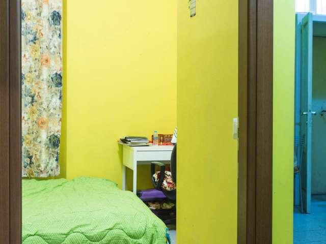 Camera arredata in appartamento con 2 camere da letto a Navigli, Milano