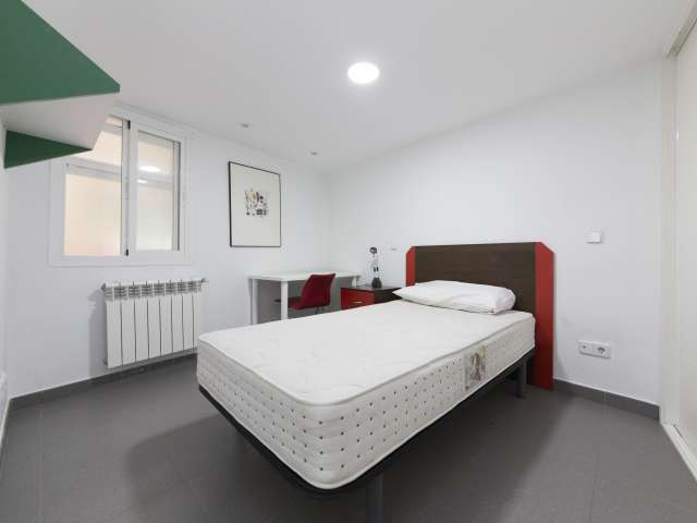 Furnished room in 4-bedroom apartment in Latina, Madrid