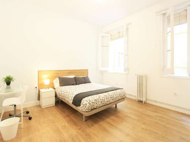 Interior room in 8-bedroom apartment in Retiro, Madrid