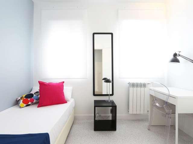 Gemütliches Zimmer in 3-Zimmer-Wohnung, Tetuán, Madrid