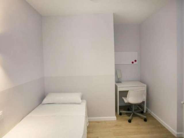 Room for rent, great 6-bedroom apartment, Gràcia, Barcelona