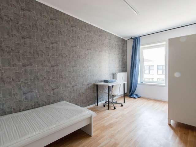 Zimmer zu vermieten in 8-Zimmer-Wohnung in Mitte, Berlin