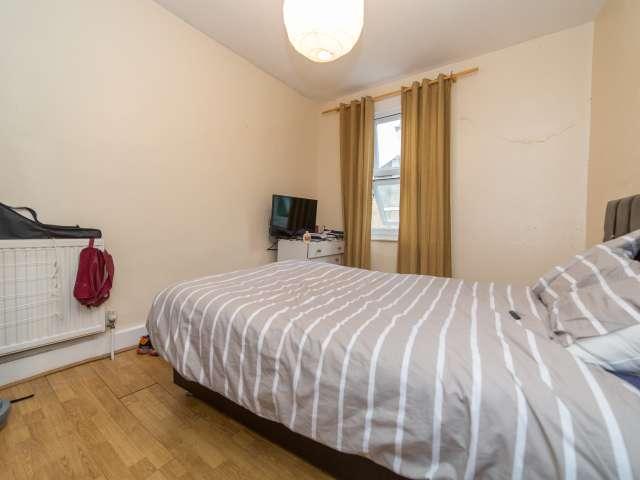 Furnished room in 4-bedroom flatshare in Islington, London