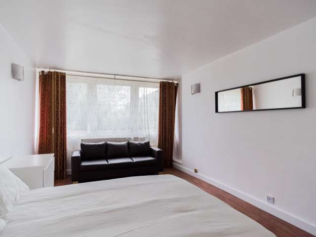 Large room for rent in Poplar, London