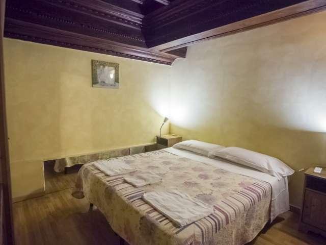 Bella camera in affitto, appartamento, 8 camere da letto, Centro Storico