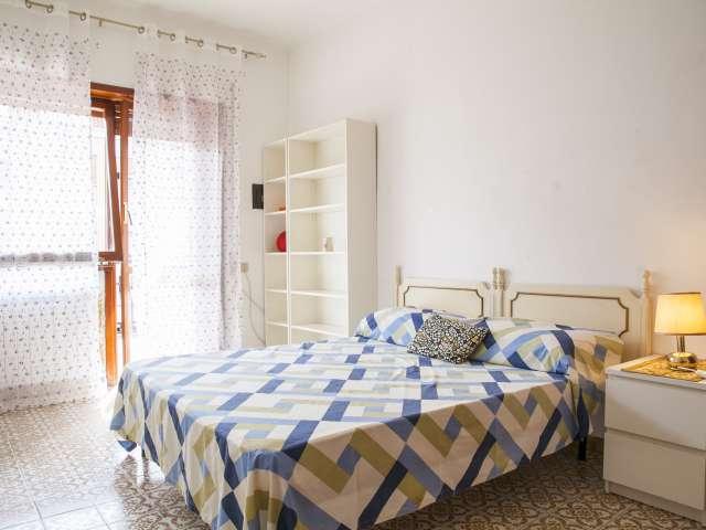 Stanza privata in appartamento con 3 camere da letto a Tuscolano, Roma