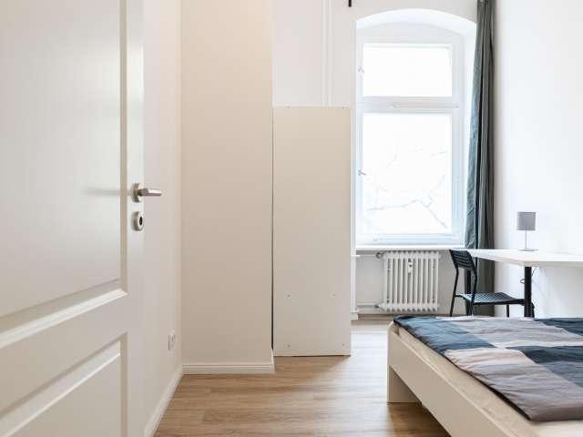 Zimmer in Apartment mit 2 Schlafzimmern zu vermieten in Kreuzb