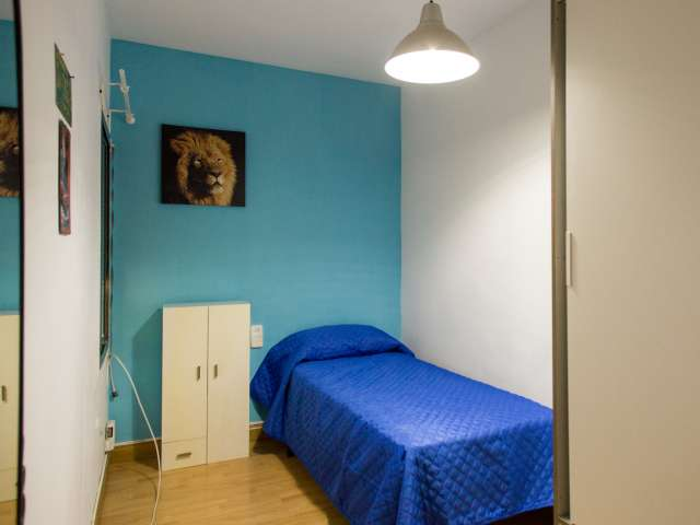 Comfy room for rent in 3-bedroom apartment in Santa Coloma