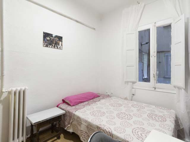 Welcoming room in shared apartment in Cuatro Caminos, Madrid
