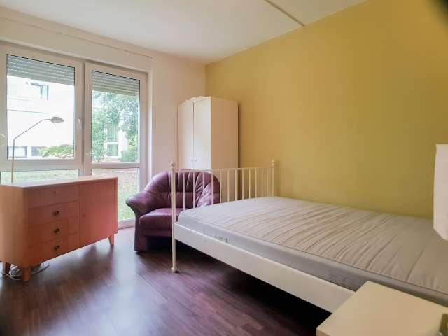 Room in apartment with 3 bedrooms in Marzahn-Hellersdorf