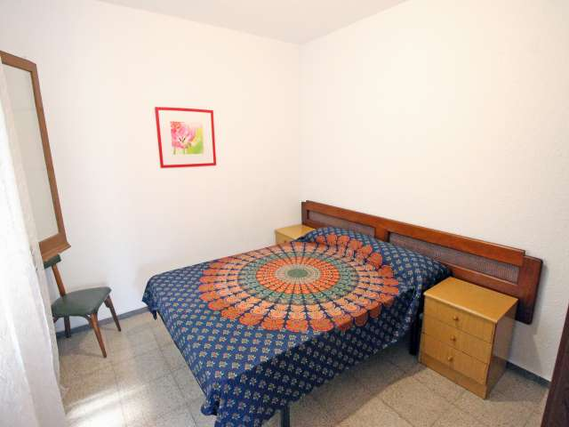 Cozy room in shared apartment in Eixample, Barcelona