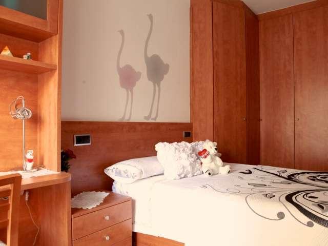 Huge room in 4-bedroom apartment in Sant Andreu, Barcelona