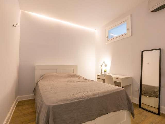 Quartos para alugar em apartamento de 3 quartos em Arroios, Lisboa
