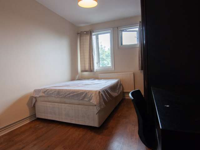 Room to rent in 5-bedroom apartment in Tower Hamlets