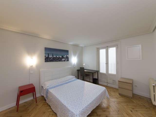 Amplia habitación en un apartamento de 6 dormitorios en Centro, Madrid