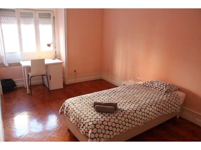 Room for rent in 6-bedroom apartment in Lisbon