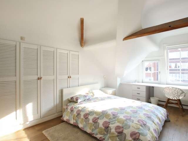 Bright room for rent in 4-bedroom apartment in Schaerbeek