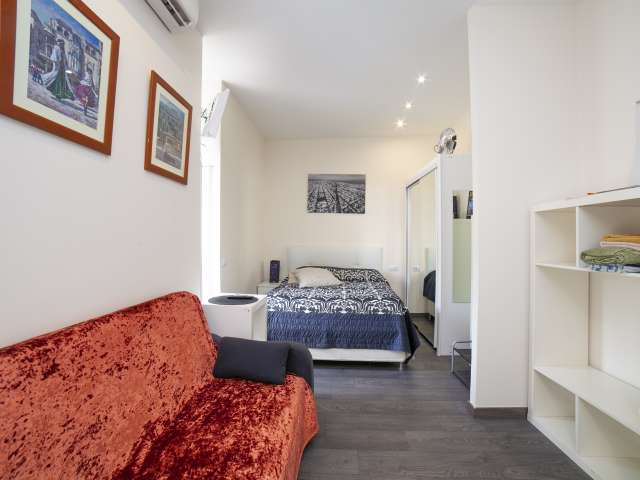 Compact studio apartment for rent in Gracia, Barcelona