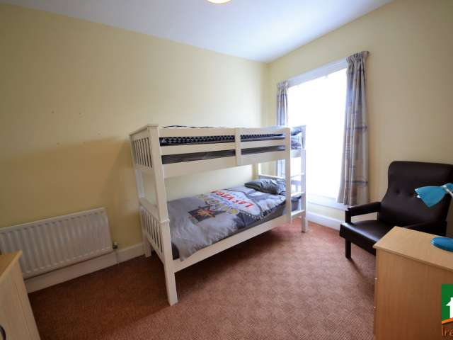 Beds for rent in shared room, 8-bedroom house, Stoneybatter