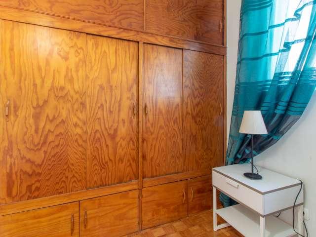 Quarto em casa com 5 quartos em Santa Maria dos Olivais