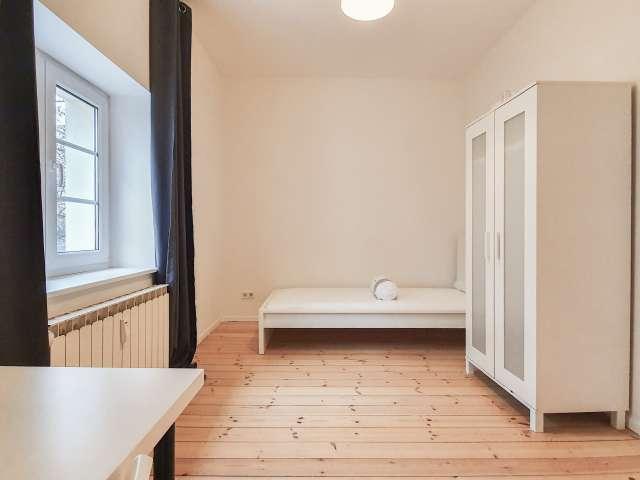 Großes Zimmer zu vermieten in Neukölln, Berlin