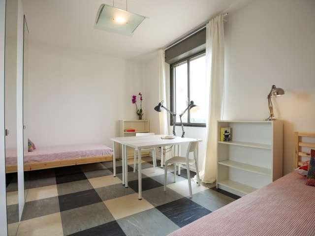 Letto in affitto in appartamento con 4 camere da letto - Bicocca, Milano