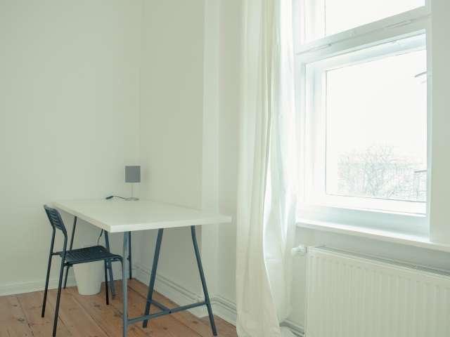 Geräumiges Zimmer in Wohnung mit 5 Schlafzimmern in Mitte, Berlin