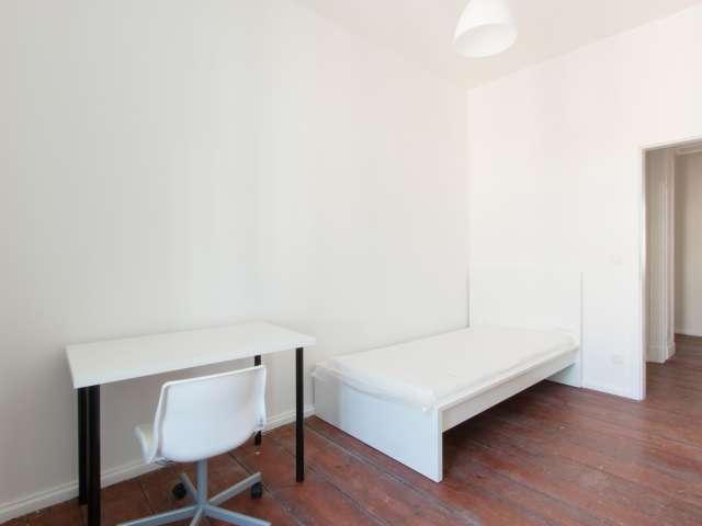 Modernes Zimmer zu vermieten in 4-Zimmer-Wohnung, Prenzlauer Berg