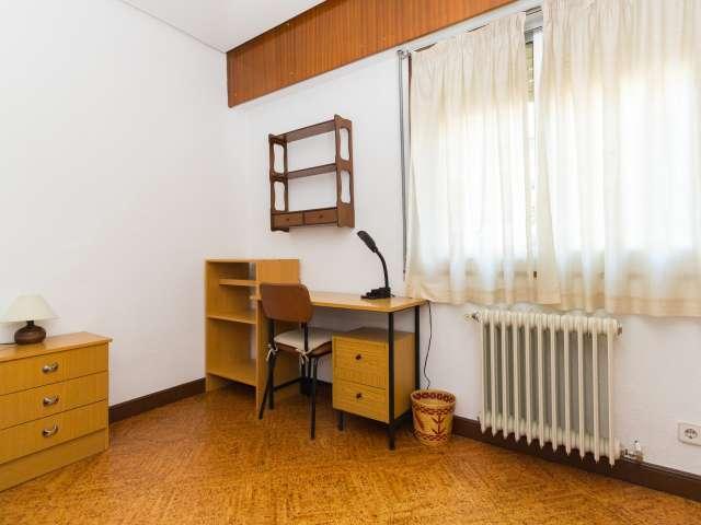 Belle chambre dans un appartement à Ciudad Universitaria, Madrid