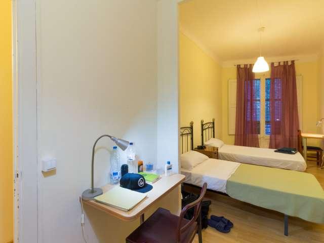 Bed to rent, 5-bedroom apartment in L'Esquerra de l'Eixample