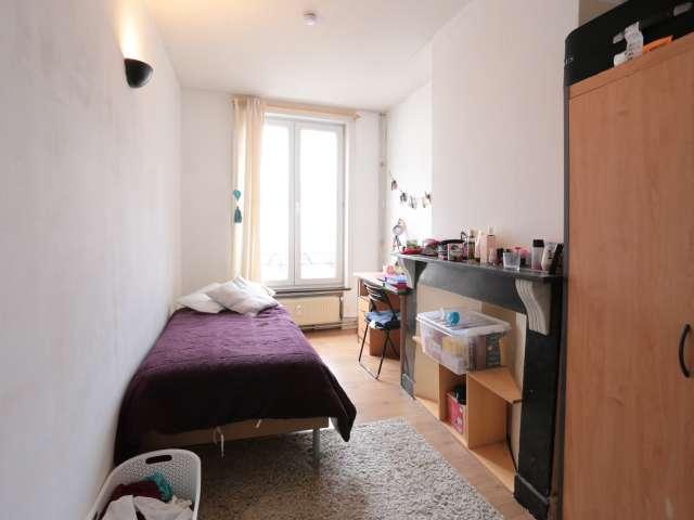 Stanza luminosa in appartamento a Saint Josse, Bruxelles