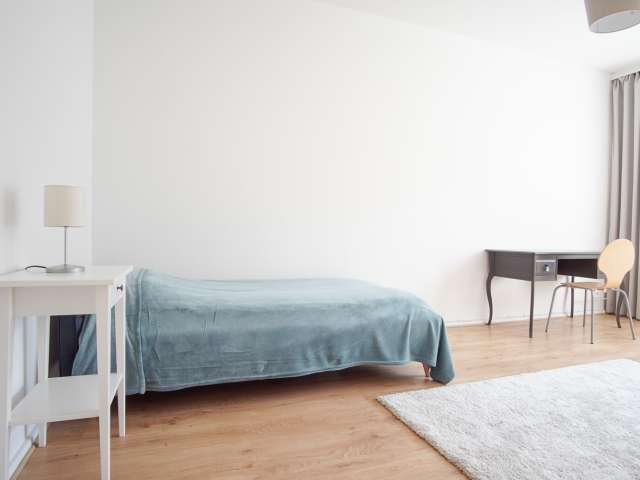 Helles Zimmer in 2-Zimmer-Wohnung in Moabit