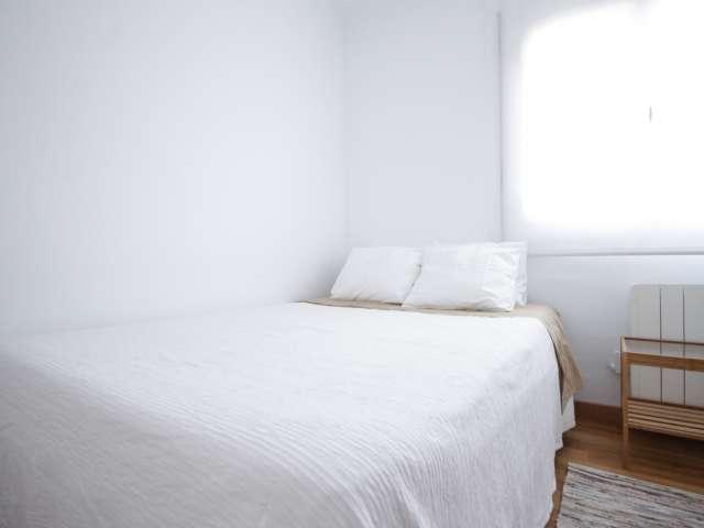 Sunny room in 3-bedroom apartment in Badalona, Barcelona