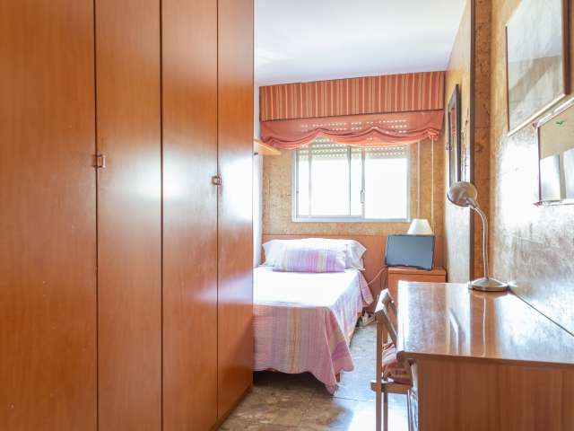 Room for rent in 3-bedroom apartment in Les Corts, Barcelona
