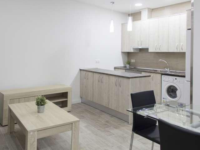 New studio apartment for rent in Acaias, Madrid