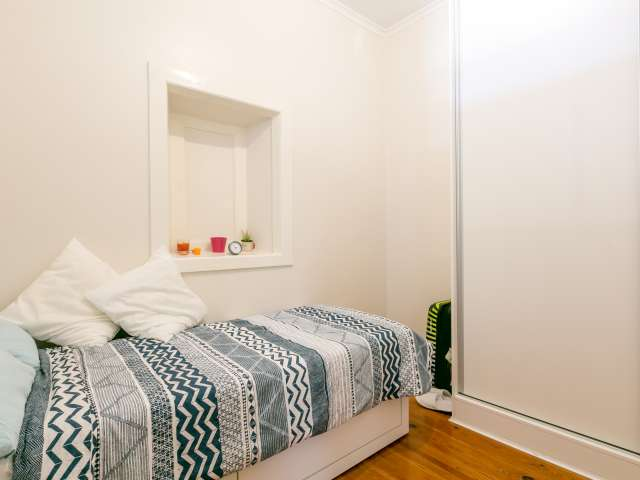 Cosy room for rent, 4-bedroom apartment, Campo de Ourique