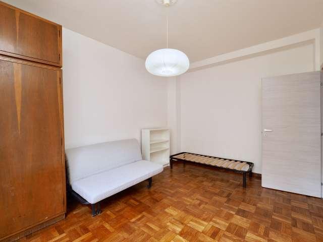 Modern room in 2-bedroom apartment in Lambrate, Milan