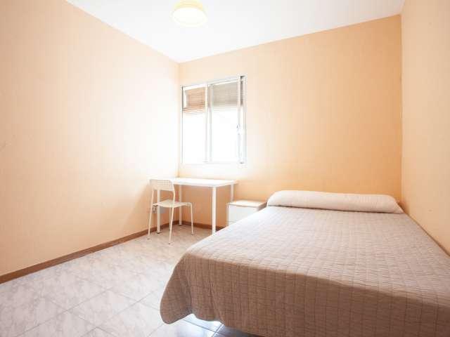 Habitación funcional para alquilar en apartamento de 4 camas, Malasaña, Madrid